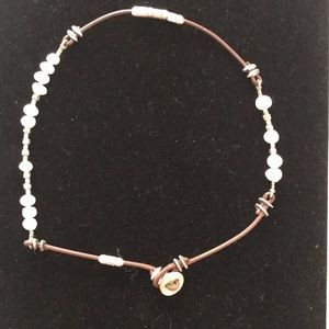 Silbada necklace. Brown leather and pearl